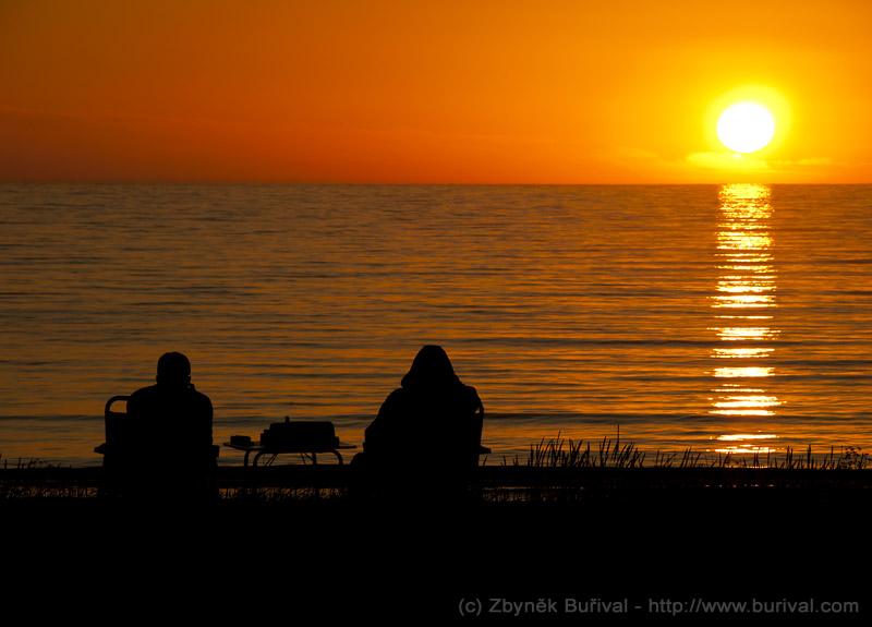 Půlnoční slunce na Lofotoách